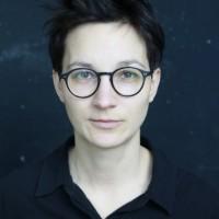 """Stinkig wie ein stehender Tümpel: Stefanie de Velasco über """"Kein Teil der Welt"""" und die Zeugen Jehovas"""